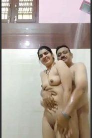Didi G Ki Chusai With Husband In Bathroom