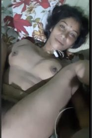 Hot Bhabhi Showing Awsome Hindi Talk Video