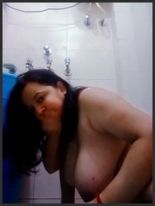 Hot Girl Showing Database In Bathroom With Awsome Way
